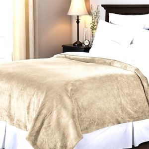 NWT luxurious plush queen large size blanket taupe